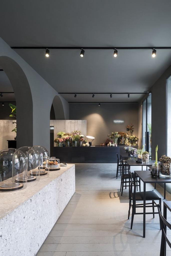 reflektory szynowe w aranżacji restauracji